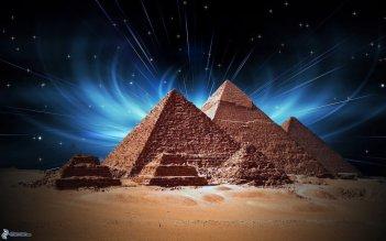 Egyptian-Pyramid-Of-Giza-At-Night